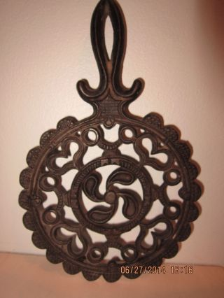Vintage Cast Iron Jzh J.  Z.  H.  Black Cast Iron Trivet 1952 12 Propeller Hearts photo