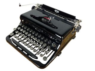 Vintage 1930s Royal Portable Typewriter Model O Glossy,  Look photo