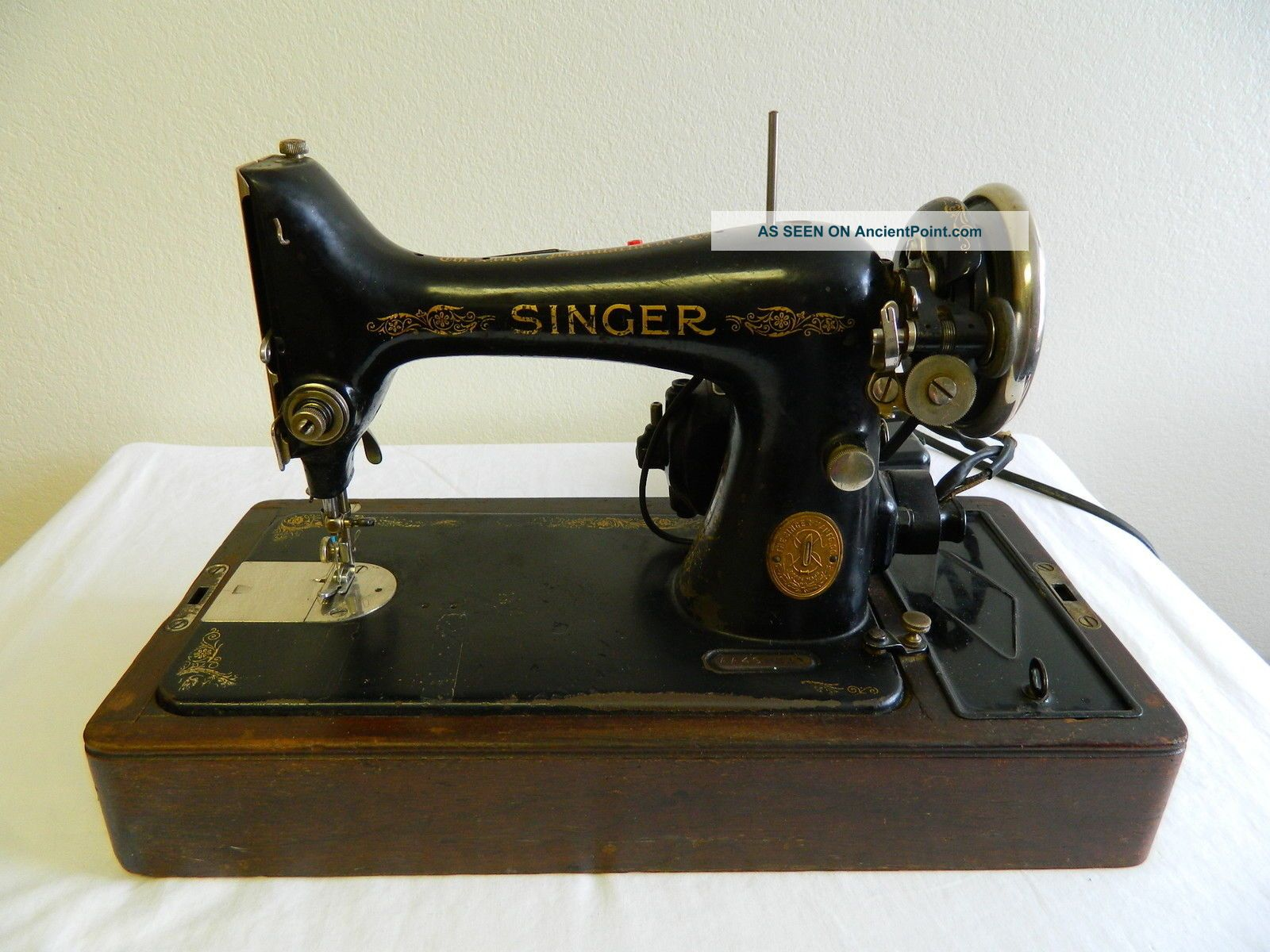 Antique Singer Sewing Machine Model 99 1925 With Case Ser Aa439211 Sewing Machines photo