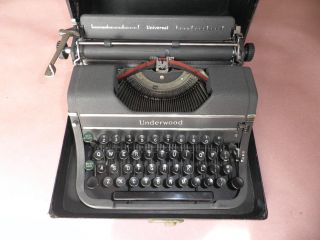 Vintage Underwood Universal Model G Typewriter G43762 photo