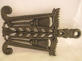 Antique/vintage Wilton Cast Iron Trivet Signed Scotch Thistle/broom Design photo