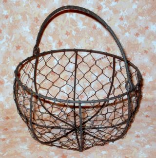New Prim Rusty Round Bottom Chicken Wire Gathering Basket W/ Swing Handle photo