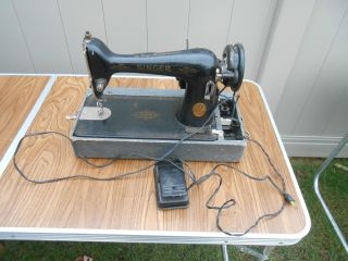L654 - Vintage 1947 Singer Model 66 Sewing Machine.  Electrified photo