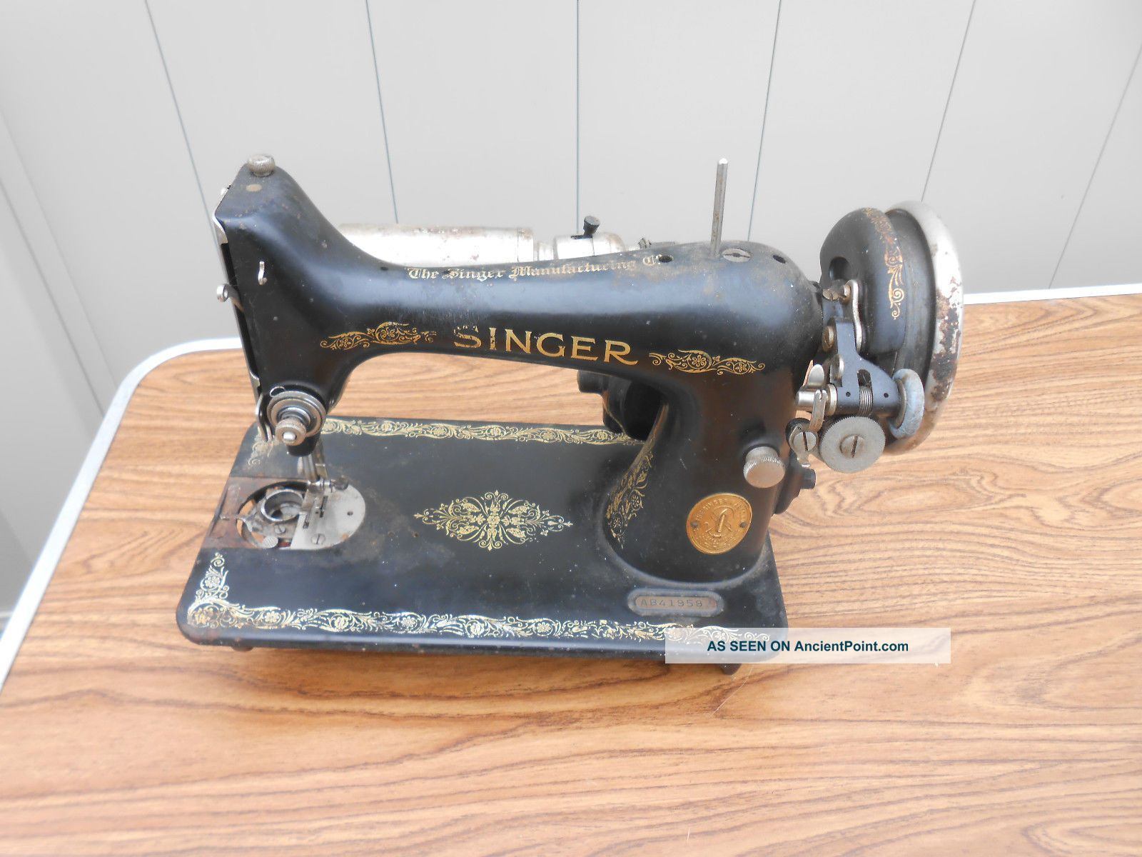 L655 - Vintage 1926 Singer Model 99 Sewing Machine For Restore/parts Sewing Machines photo