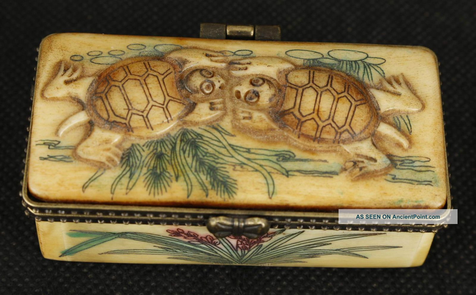 China Old Bone Collectable Handwork Carved Tortoise Jewel Snuff Box Ornament Boxes photo