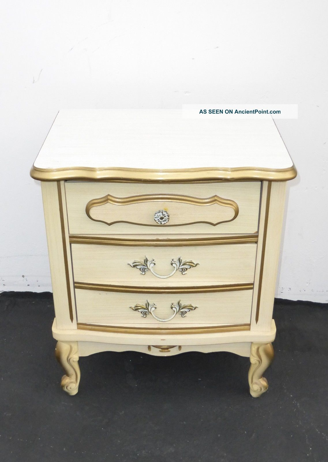 Picture of: Vintage French Provincial Off White Gold Gilt Nightstand W Brass Hardware