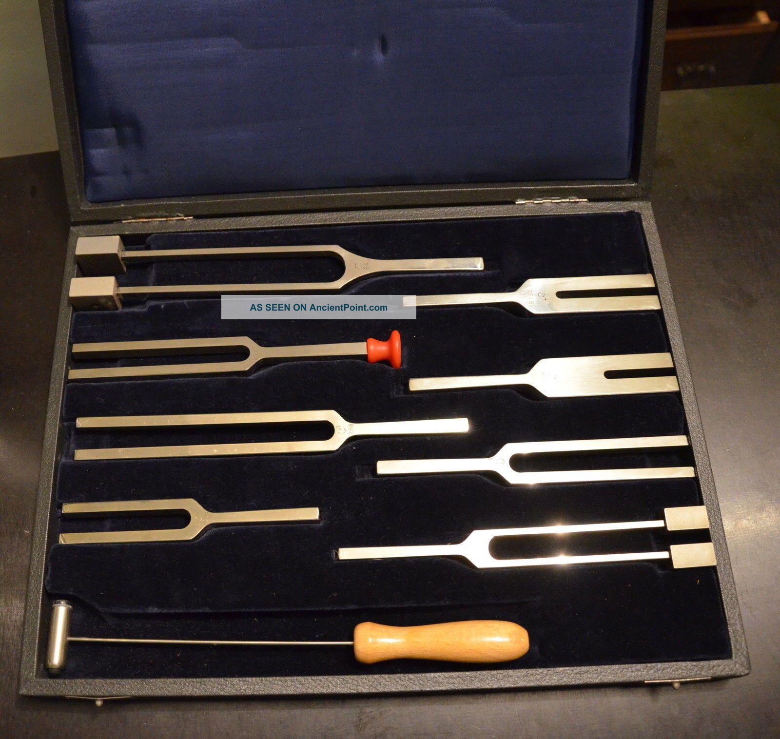Vintage Set Of 8 Tuning Forks Marked Pitch + Hertz & Mallet & Velvet Lined Case Other photo
