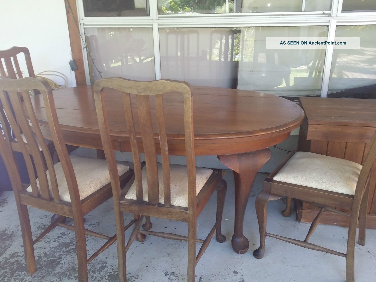 Queen Anne Dining Table And 4 Chairs 1900-1950 photo