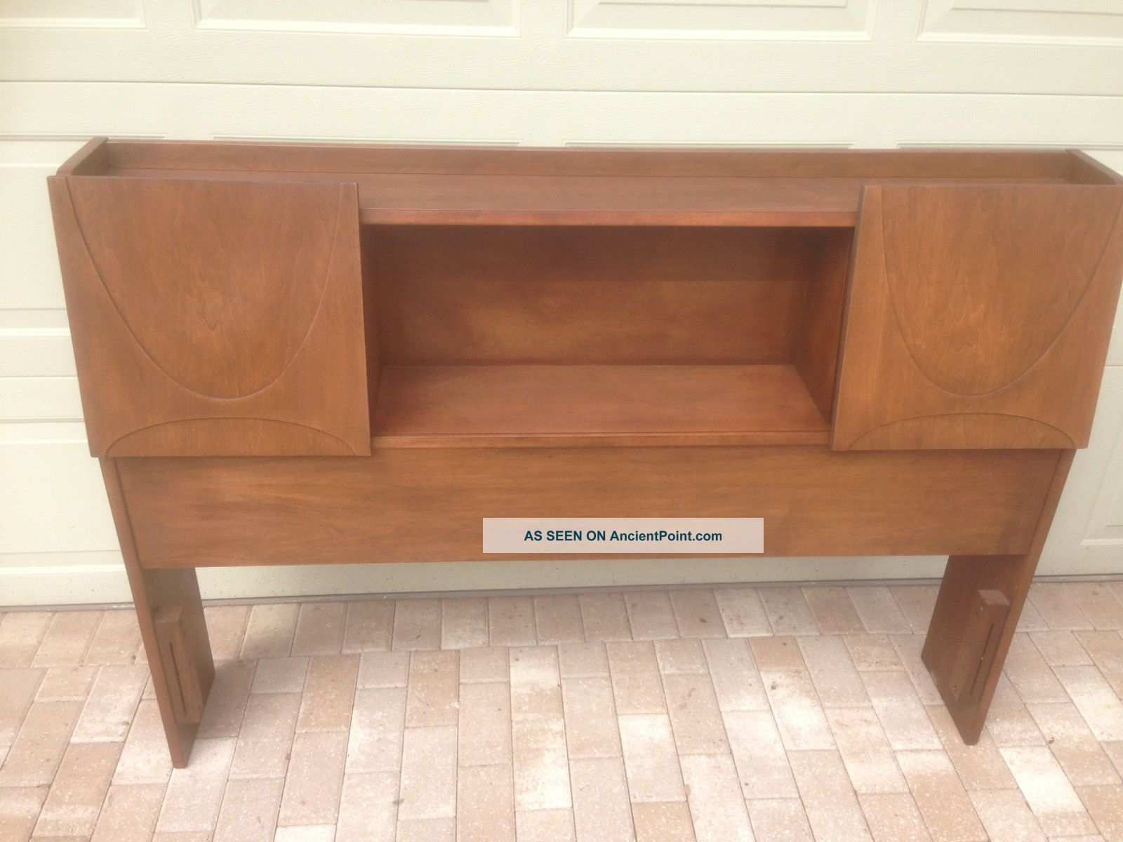 Broyhill Brasilia - Bookcase Headboard - Double/queen With Rails And Footboard 1900-1950 photo