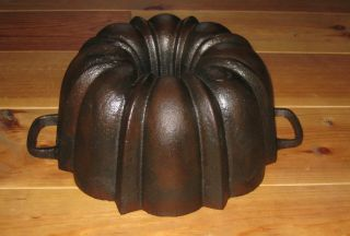 Very Old Cast Iron Bundt Pan Very Massive Germany 4048 G photo