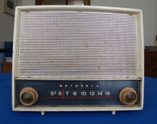 Vintage Motorola Radio Model 63x,  1954, photo