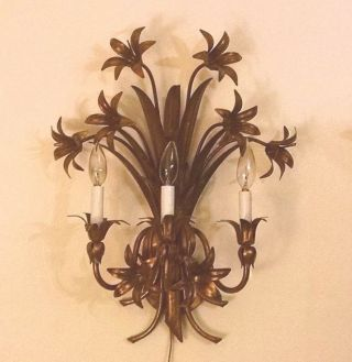 Vintage Hollywood Regency Gold Gilt Leaf Tole Metal Wall Sconce Italy photo