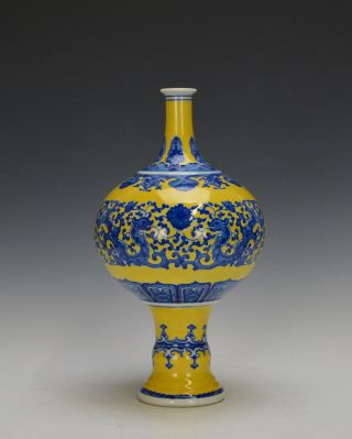 Rare Chinese Qing Qianlong Blue And White Figure Yellow Ground Porcelain Vase photo