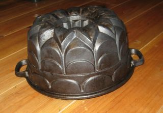 Exceptionally Antique Cast Iron Bundt Pan,  From Germany 3012 G photo
