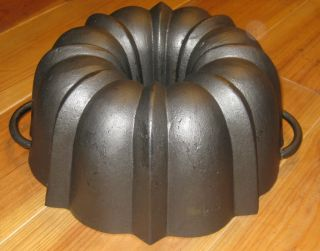 Very Old Antique Cast Iron Bundt Pan,  From Germany 3172 G,  Stamped photo