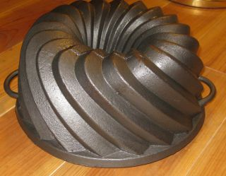 Very Old Very Big Antique Cast Iron Bundt Pan,  From Germany 4300 G photo