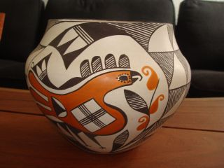 Lovely Large Hand Thrown Acoma Pueblo Signed H.  Antonia Olla Pot photo