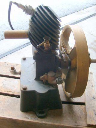 Antique Maytag Multi - Motor 43 Upright Washing Machine Gas Engine photo
