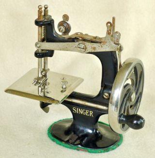 Vtg Antique Cast Iron Childs Singer Miniature Sewing Machine Salesman Sample photo