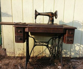 Antique 1910,  Singer Sewing Machine,  Cabinet,  Foot Treddle,  And All Cast Iron Parts. photo