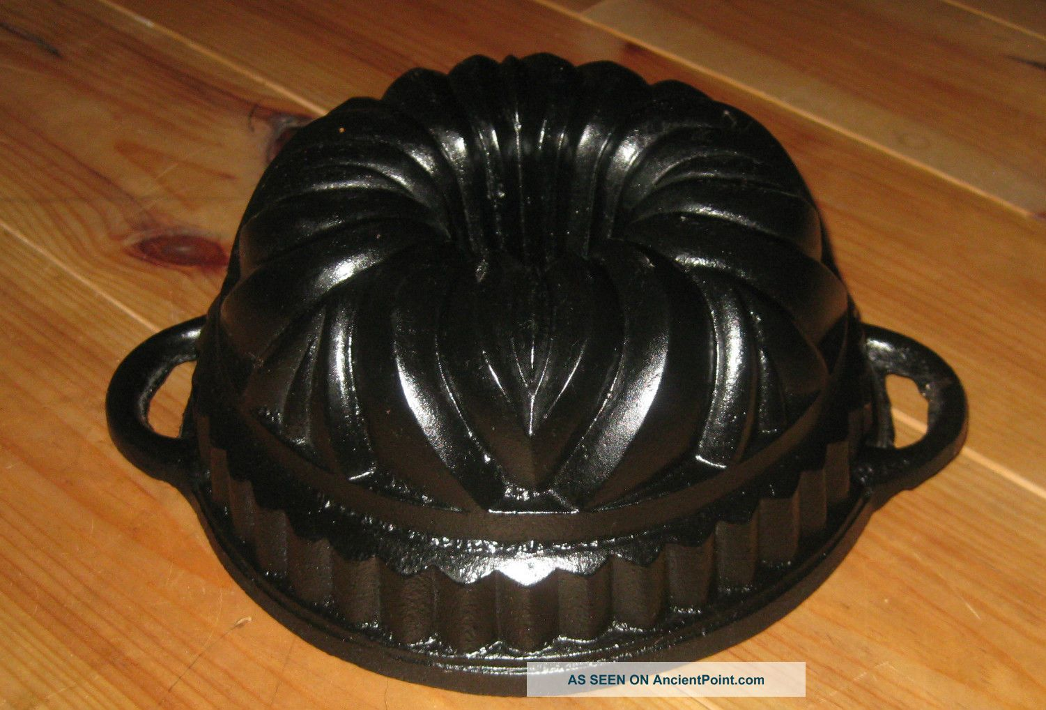 Exceptionally Very Old Small Heavy Antique Cast Iron Bundt Pan Germany 2997 G Other Antique Home & Hearth photo
