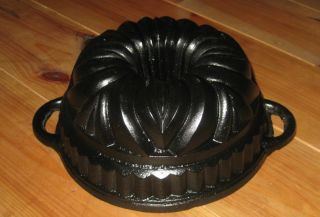 Exceptionally Very Old Small Heavy Antique Cast Iron Bundt Pan Germany 2997 G photo