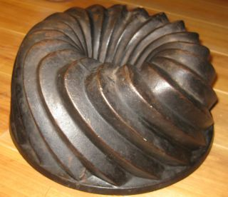 Very Old And Big Antique Cast Iron Bundt Pan Germany 3885 G photo