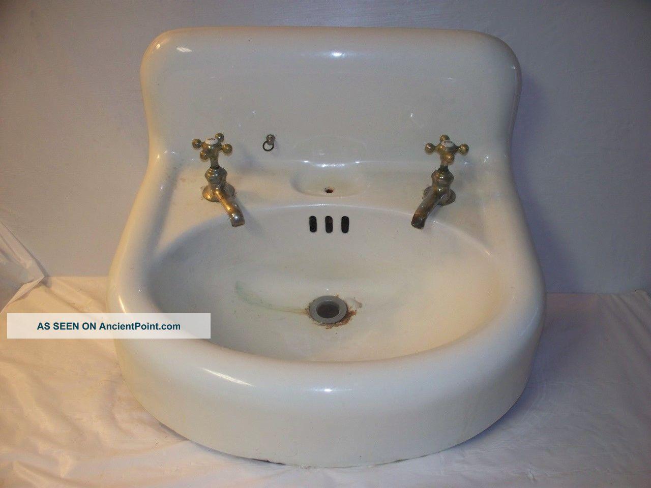 1920 ' S Standard Sanitary Oval Cast Iron Bathroom Sink - Wall Mount - High Backsplash Sinks photo