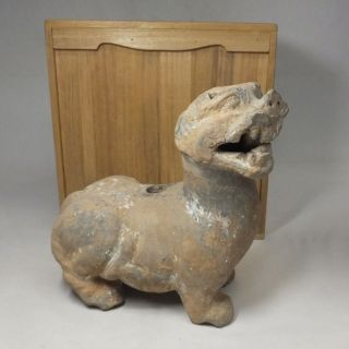 H022: Chinese Excavated Pottery Ware Foo Dog Statue Of Traditional Kasai Style photo