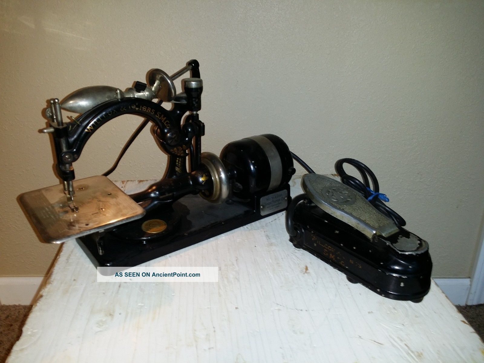 Antique Willcox & Gibbs Automatic Sewing Machine W Foot Pedal And Light Sewing Machines photo
