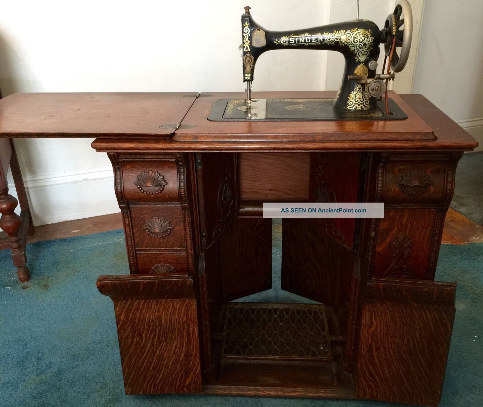 Antique 1909 Singer Sewing Machine In Oak Parlor Cabinet Sewing Machines photo