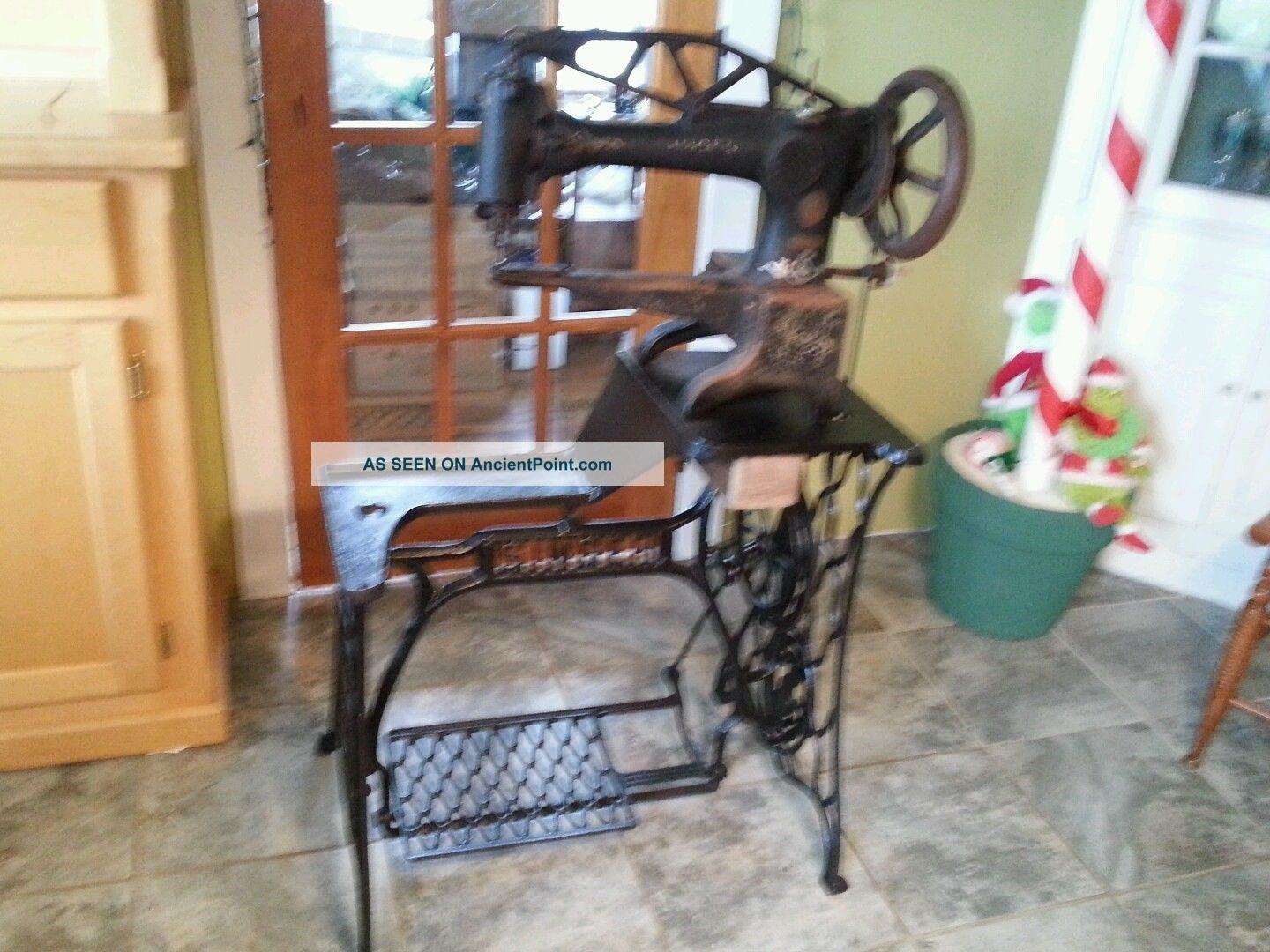 Antique Singer 29 - 4 Treadle Sewing Machine & Base Cobbler Leather 1900s Old Yarn Sewing Machines photo