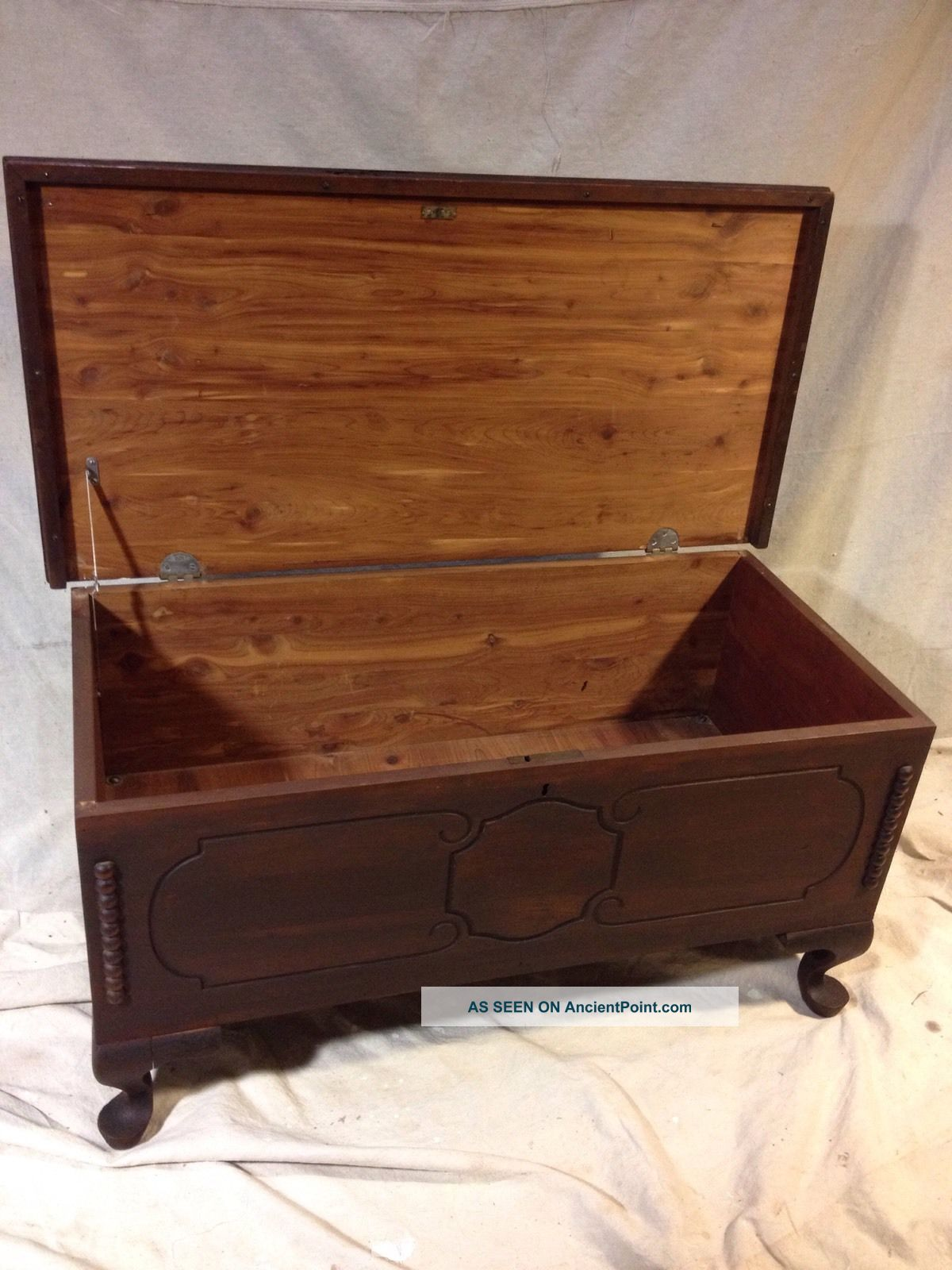 Chest Antique Solid Cedar See12pix4 Size&etc.  Ships Greyhound Exprs$69.  Make Offer 1900-1950 photo