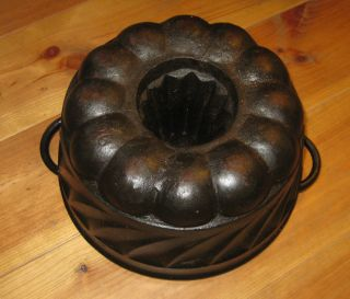 Very Rare Old Antique Cast Iron Bundt Pan Stamped 3551 G photo
