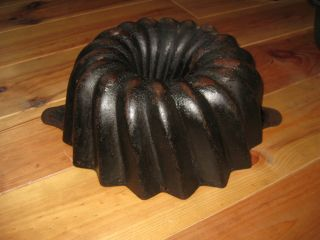 Big Antique Cast Iron Bundt Pan From Germany,  Good 3642 G photo