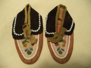 Woodlands North East Native American Indian Iroquoise Beadwork Beaded Moccasins photo