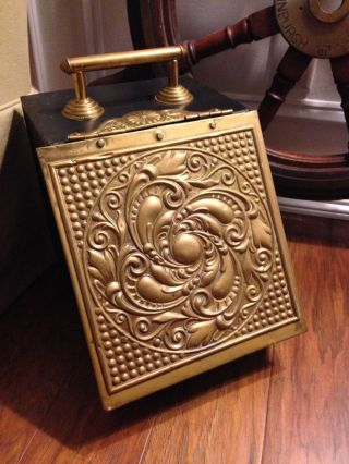 Antique Art Crafts Metal Lined Brass Coal Ash Fireplace Fire Scuttle Box Bin photo