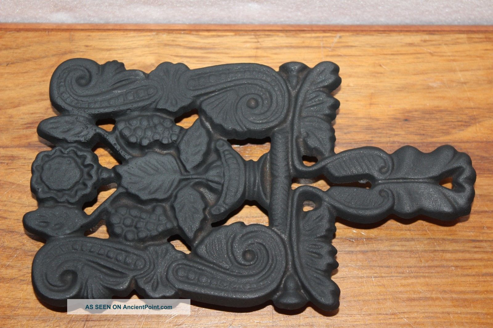 Vintage 1950 ' S Griswold Trivet P/n No.  1729 Grape Design Cast Iron Cookware Other Antique Home & Hearth photo