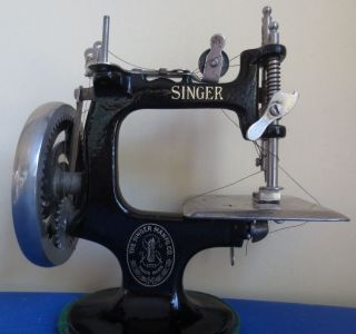 Antique Small Black The Singer Mfg Co Metal Iron Hand Crank Sewing Machine photo