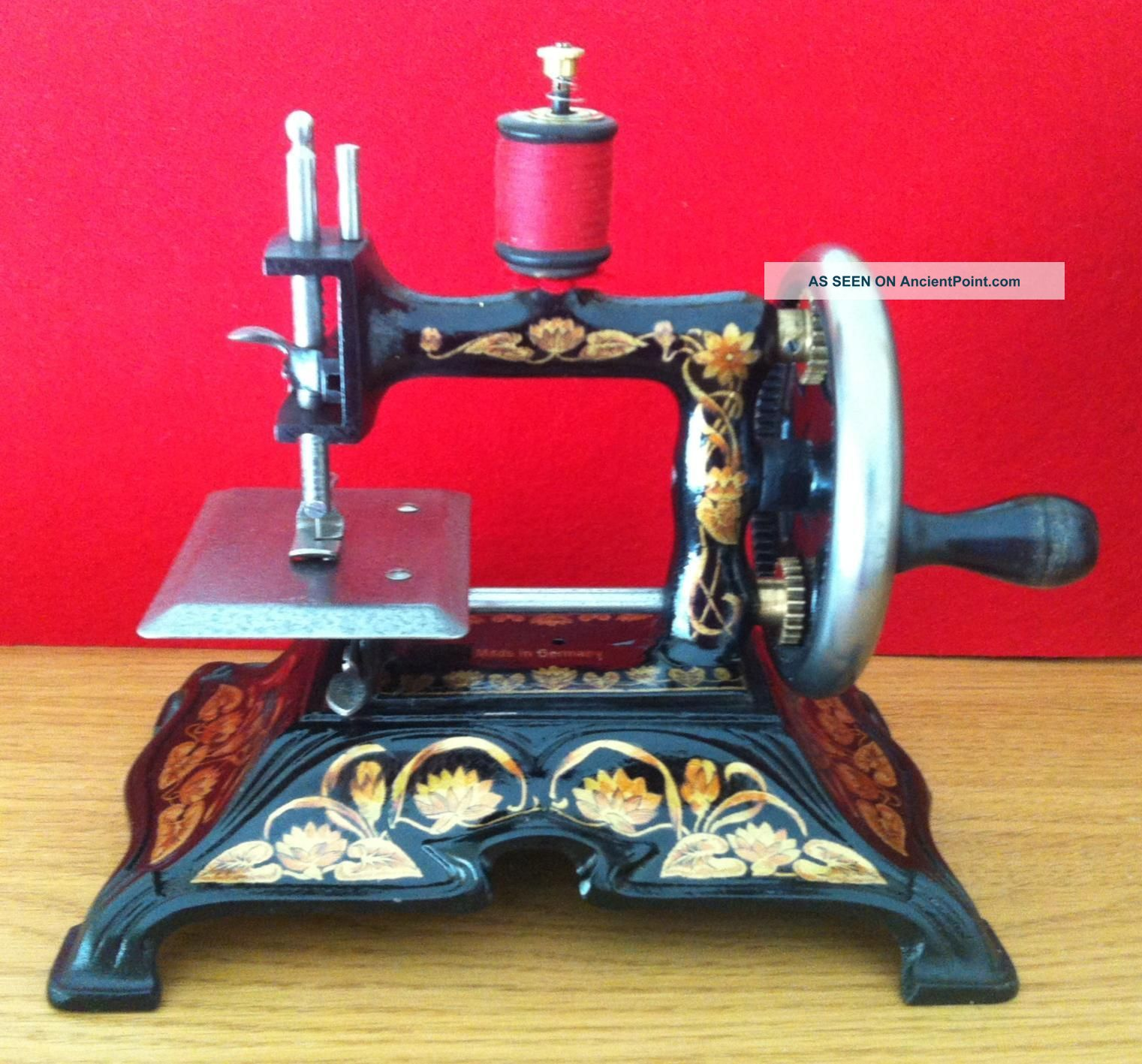 Antique Cast Iron Toy Sewing Machine - F.  Muller - Model 15 Sewing Machines photo