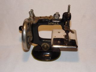 Antique Singer Mini Sewing Machine Childs 20 Sewhandy p