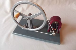 Demonstration Dynamo,  Vintage {electricity & Magnetism} By ' Irwin ' Croydon photo