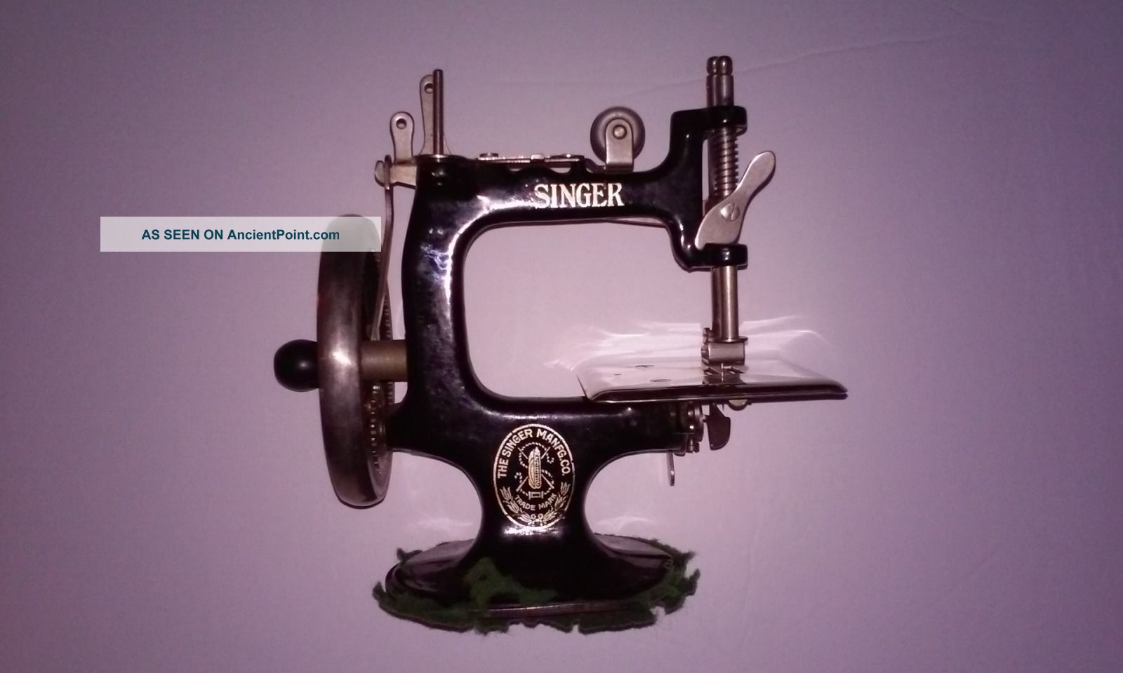 Antique Cast Iron Hand Crank Child ' S Toy Singer Sewing Machine Model 20 Sewing Machines photo
