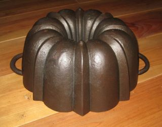 Very Old Antique Cast Iron Bundt Pan Massive Quality Germany 3228 G Stamped photo