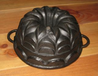 Very Rare Old Small Antique Cast Iron Bundt Pan 2312 G photo