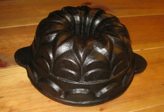 Very Rare Small Old Antique Cast Iron Bundt Pan 2572 G photo