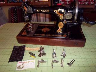 1927 Singer 128 Hand Crank La Vencedora Sewing Machine Handcrank Vibrat.  Shuttle photo