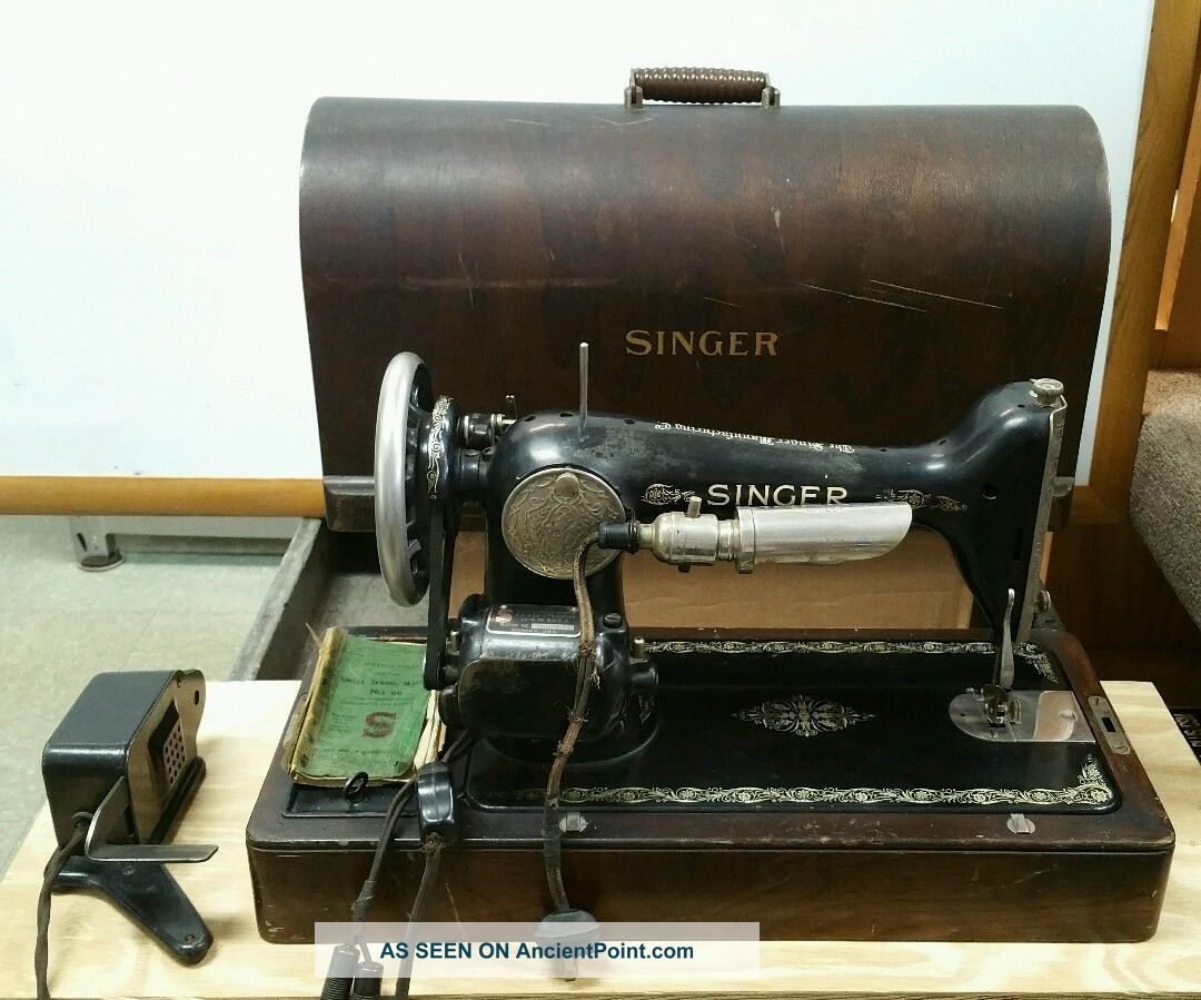 Antique 1926 Singer Sewing Machine 66 With Wood Case Electric Aa433836 Sewing Machines photo