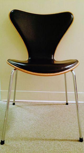 Fritz Hansen Series 7 Chair,  Upholstered,  Arne Jacobsen,  Multiple Available photo