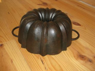 Very Old Antique Cast Iron Bundt Pan,  Germany,  Stamped,  3085 G photo